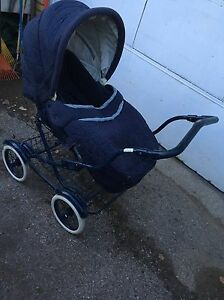 Baby buggy as new Graco  model # c74526 $95 London Ontario image 2