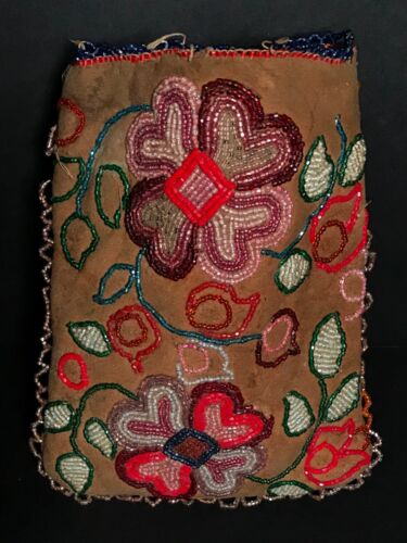 ANTIQUE CREE BEADED FLORAL DESIGN ON LEATHER POUCH / BAG, EXCELLENT, C1900, NR!