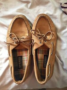 Size 8 woman's sperry's