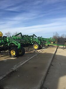 John Deere 1830 drill with 550bu 1910
