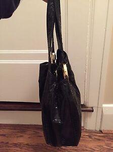 Gently used Michael Kors Handbag London Ontario image 5