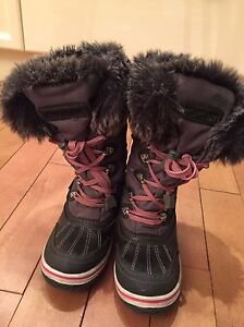 Super fit youth Winter Boots Size 2