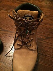 Women's steal toe work boots size 6 London Ontario image 3