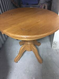 Solid oak end table
