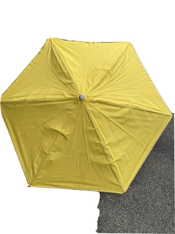 Splicers Umbrella -- NEW-- two part hardwood pole 66in DIA w/84in