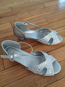 5 pairs of sparkly sandals for girls