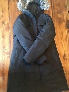 Women's Xl North Face Parka in Like New Condition