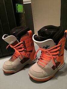 Men's Size 8, VANS Snowboard Boots, LIKE NEW