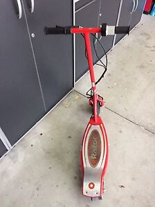 Electric E 100 Razor scooter Windsor Region Ontario image 3