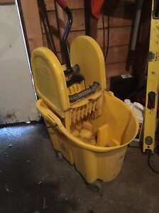 Commercial size mop bucket