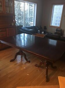 Quality solid wood dinning room table
