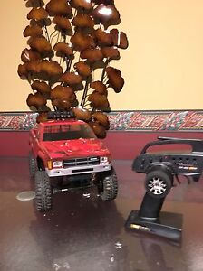 axial scx10 with hilux body