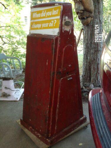 Sel-Oil Gas Station Island Oil Display Rack