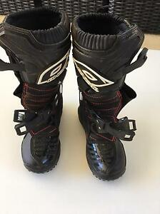 Girls motor cross boots Craigie Joondalup Area Preview