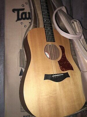 TAYLOR BIG BABY Acoustic Guitar. Very lightly used! Excellent! With soft case!