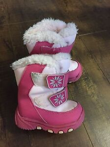 Infant size 5 winter boots