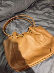 AUTHENTIC MICHEAL KORS HAND BAG London Ontario image 3