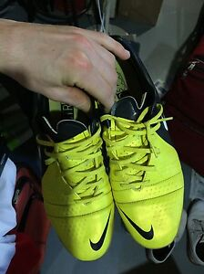 Nike indoor soccer shoes size 11