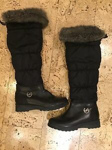 Womens EUC Michael Kors Winter Snow Boots size 6 fit large