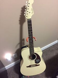 Fender Sonoran SCE Acoustic/electric/preamp + Bag