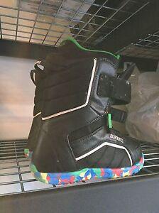 Burton kids snowboard boots size 6