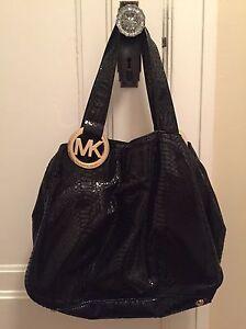 Gently used Michael Kors Handbag London Ontario image 1