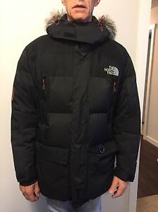 North Face Summit Series Men's Jacket. Size Large