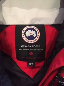 Canada Goose Bomber red small  West Island Greater Montréal image 1