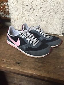 Ladies Nike Running Shoes sz 6.5