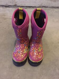 Kids Bogs size 9 for only $40 Belleville Belleville Area image 1