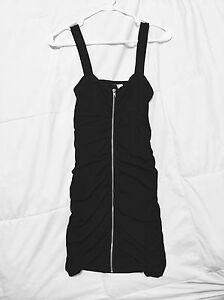 Robe moulante noire avec zip