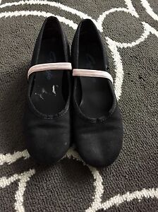 Capezio jazz shoes size 13