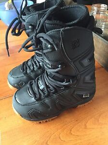 Junior snowboard boots size 3