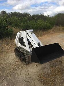 Mini Skid Steer Loader stand behind Task Master 915 Oakford Serpentine Area Preview
