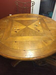 Kitchen Table w 4 chairs