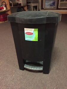 Step plastic garbage can