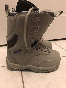 Air walk Snowboard boots. Size 6. Brand new