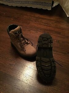 Women's steal toe work boots size 6 London Ontario image 2
