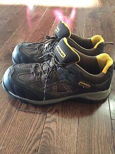 Chaussure de travail à cap d'acier grandeur 9