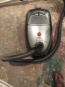 Hoover vacuum only 1 year old London Ontario image 5