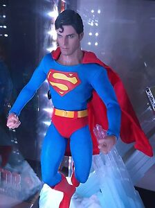 Hot Toys Superman Reeves like new West Island Greater Montréal image 1