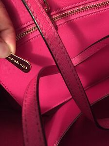 MICHAEL KORS Fuchsia JET SET TRAVEL SAFFIANO SMALL West Island Greater Montréal image 4