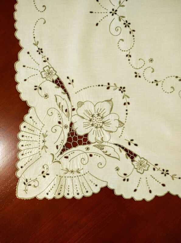 Vintage Hand Embroidered Madeira Cutwork Beige Table Cloth Four Napkins