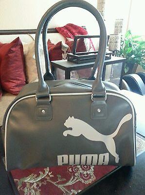 66e3c7bdb2f86 Puma Reise   Fitnessstudio Gray white Tragetasche mit Silber Hardware  gebraucht kaufen Versand nach Germany
