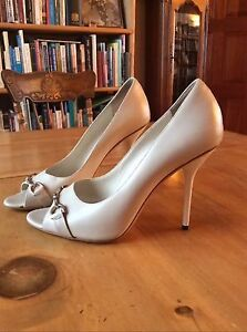 Lightly worn Gucci high heels, cream, size 10