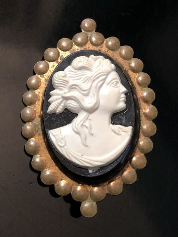 Vtg Antique Victorian Black & White Molded Celluloid Plastic Cameo Brooch Pin