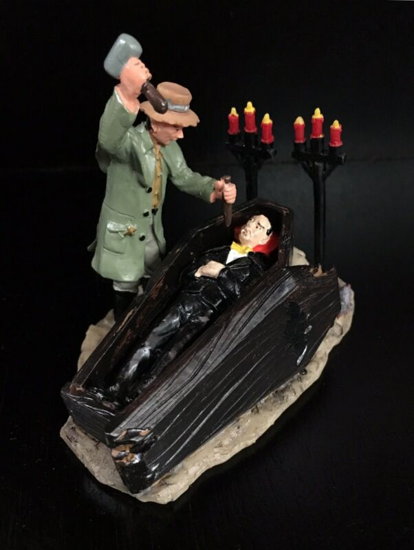 Ret'd 2007 LEMAX Spooky Town Halloween Village Figurine VAMPIRE HUNTER #73612