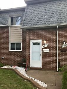 3 BD 1 BATH TOWNHOUSE  CONDO IN EAST WINDSOR - $1400++
