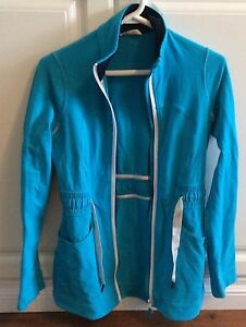 Lululemon Full Zipper Sweater Blue Size 6 (Fits Like A 4) Cambridge Kitchener Area image 2