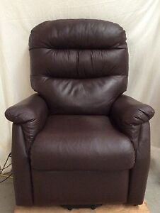 Eletric reclining lounge chair South Windsor Hawkesbury Area Preview